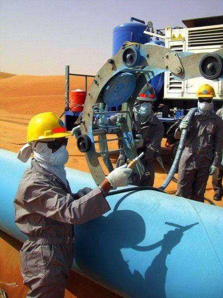 Oil worker Saudi Arabia