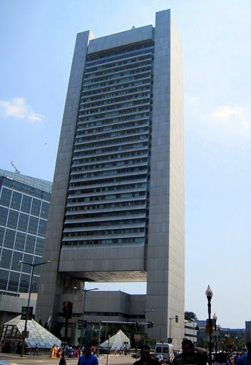 """Federal Reserve Bank Building: Boston's """"Building with a Hole in it."""""""