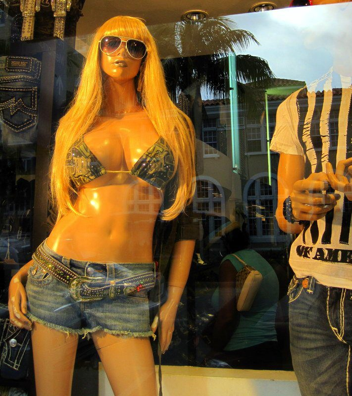One of a zillion busting-out Miami mannequins.