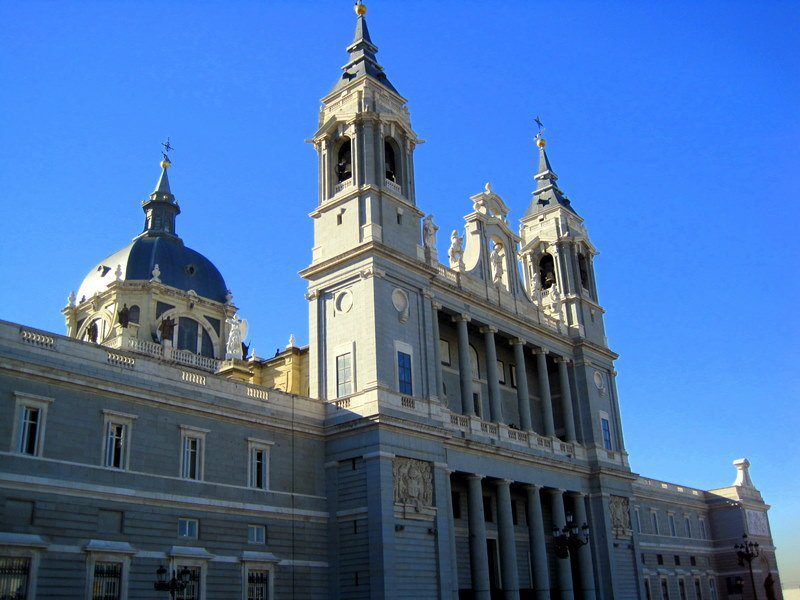 Doesn't Spain's royal palace make you hungry for vanilla cake?