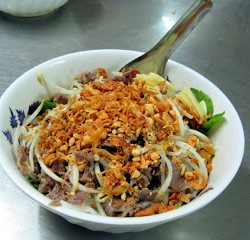 YUM: Eat Vietnamese Bun Bo Nam Bo!