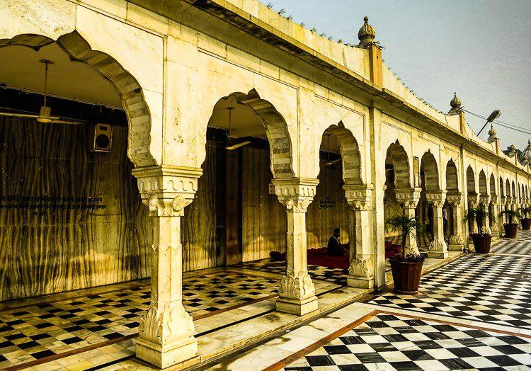 The arches at Gurudwara Bangla Sahib are lovely.