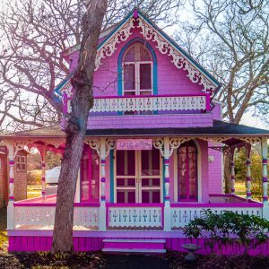 Martha's Vineyard's Gingerbread Cottages Are So Cool!