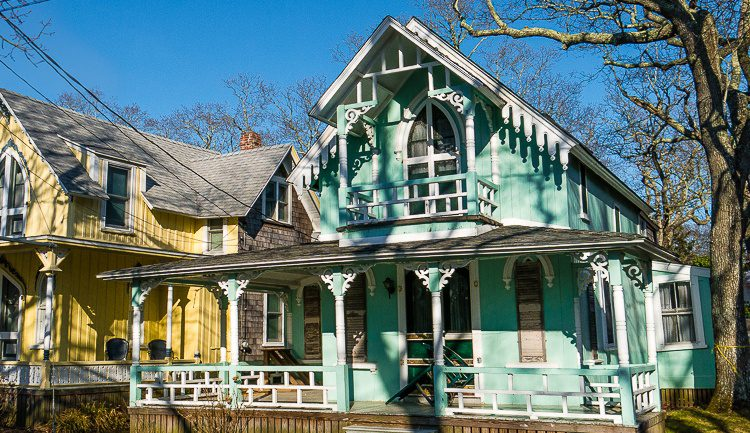 This gingerbread cottage looks like mint ice cream. Mmm...