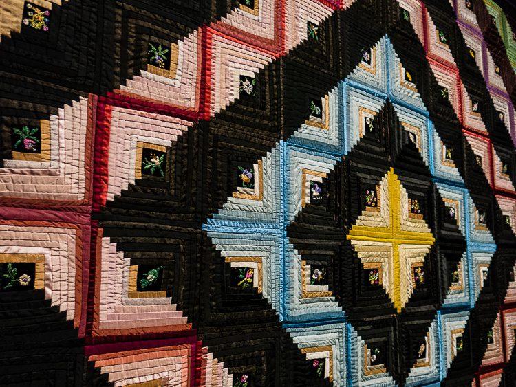 Quilt patterns diamond with hidden flowers