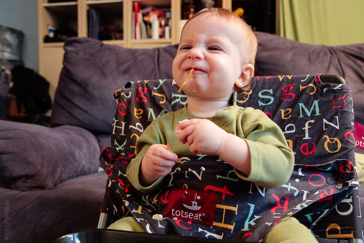 Travel highchair: Easy packable fabric travel high chair