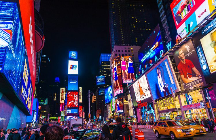 Times square new york city in the middle of the night for Stuff to do in nyc at night