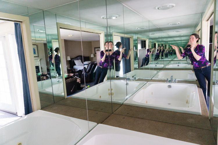 How crazy is this mirrored jacuzzi?