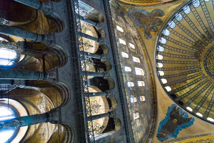 Looking up at the famous domed ceiling.