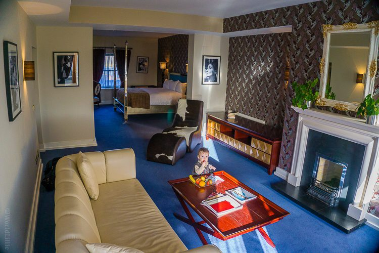 Is this not the most luscious hotel room you've seen in a while?