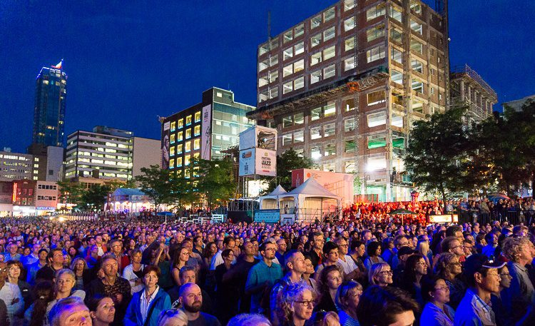 Such a huge crowd at the Jazz Festival's main stage!