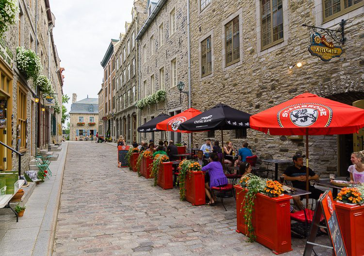 Isn't this an inviting place to eat? Cobblestones!