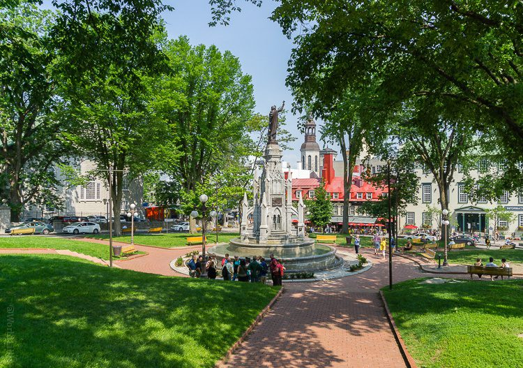 A tranquil green park in Old Quebec.