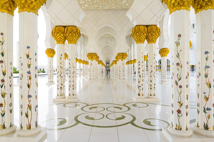 What to see near Dubai: Sheikh Zayed Mosque Abu Dhabi