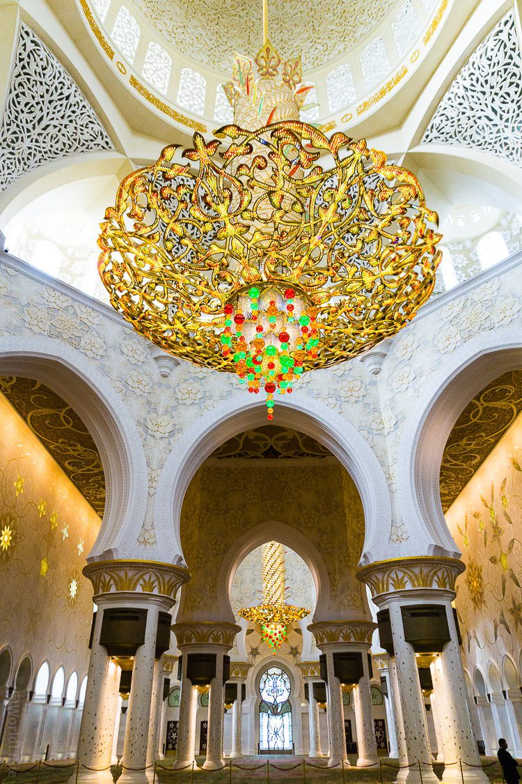 The Sheikh Zayed Grand Mosque in Abu Dhabi, UAE is one of the most beautiful free tourist attractions in the world. Learn tips on visiting this amazing building.