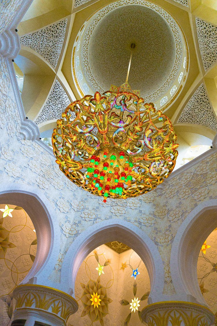 Have you ever seen a chandelier like this? The Sheikh Zayed Grand Mosque in Abu Dhabi, UAE is one of the most beautiful free tourist attractions in the world. Learn tips on visiting this amazing building.
