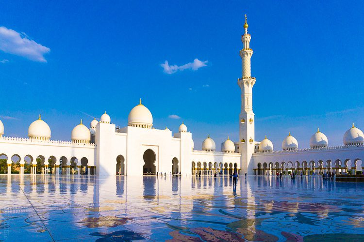 One of the most beautiful free tourist attractions in the world: Sheikh Zayed Mosque Abu Dhabi