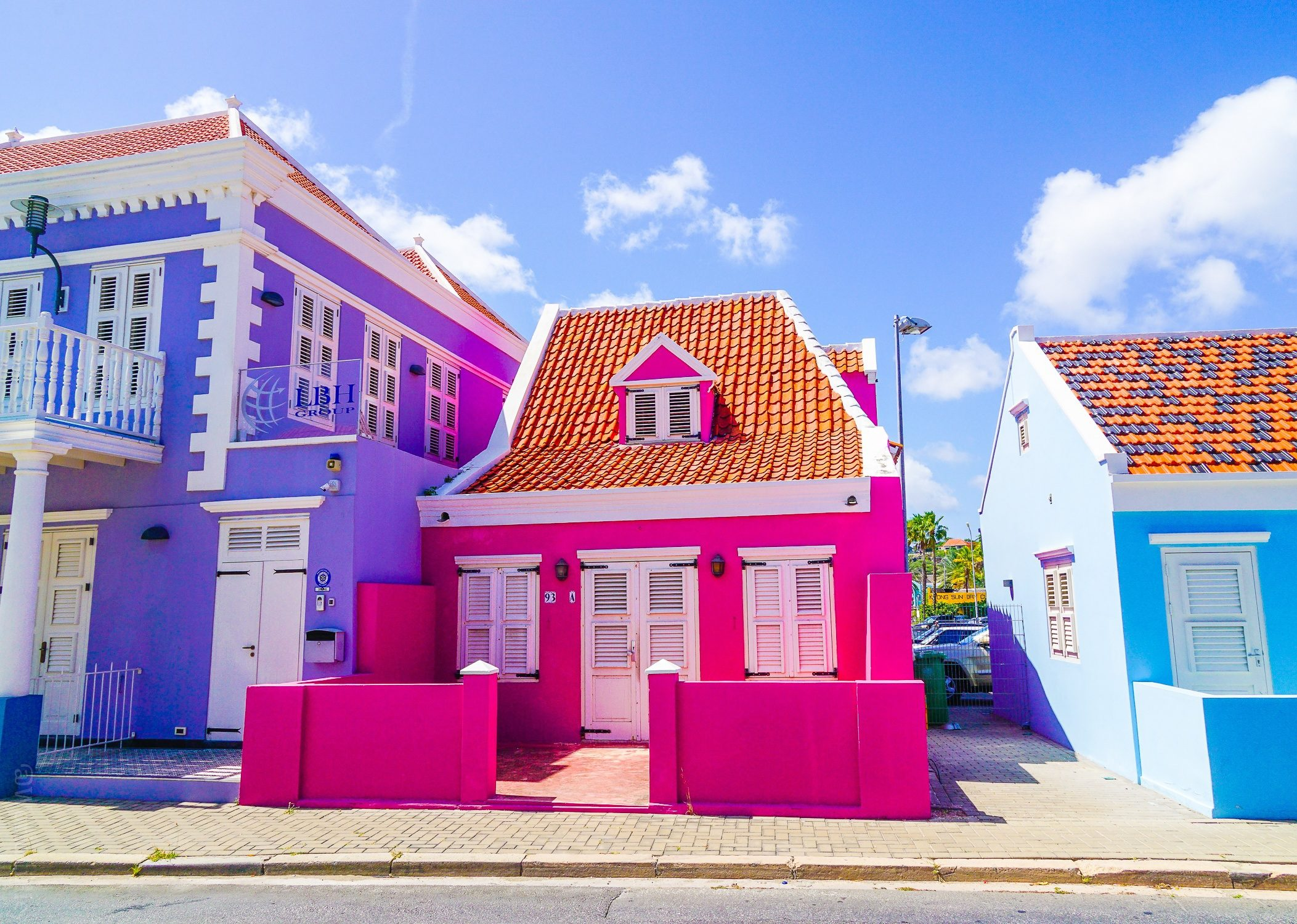 The paint colors of Willemstad are out of a dream.
