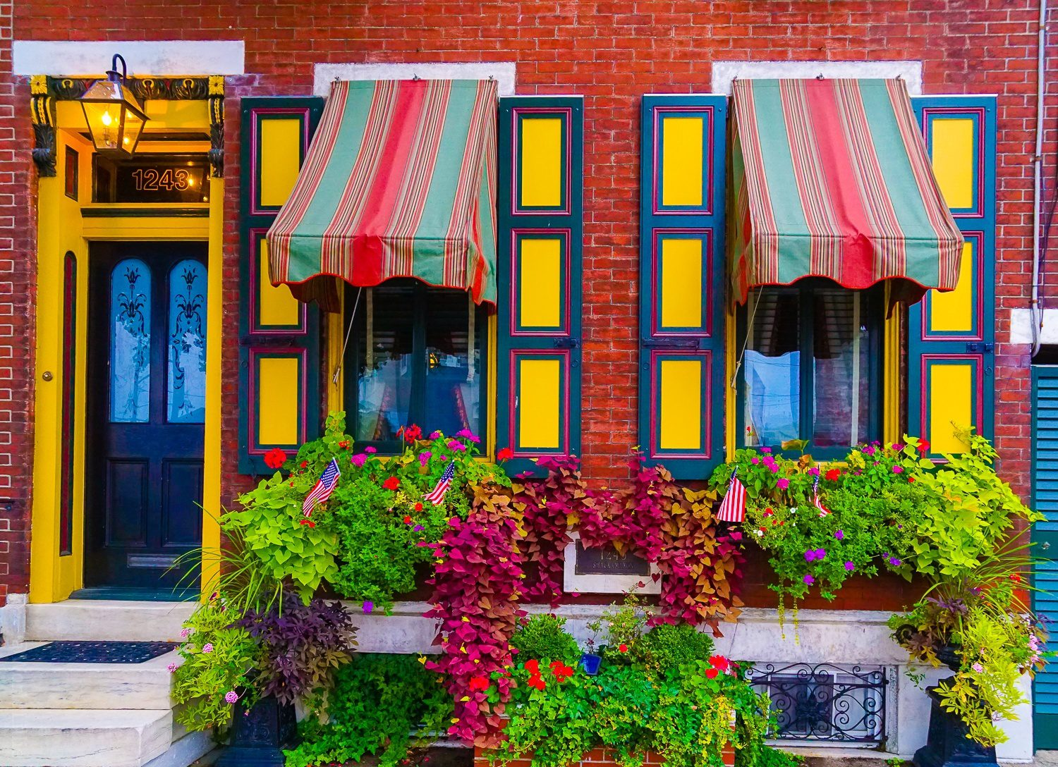 This Fishtown building isn't fishy, but it sure is flowery!