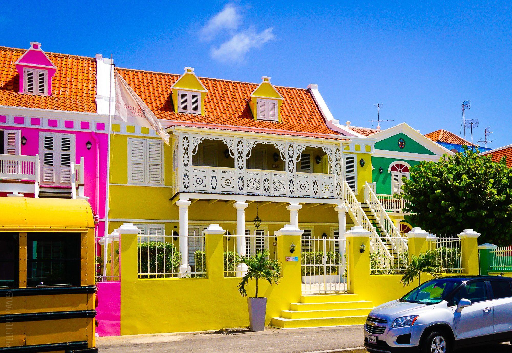 A building like an ornate cake!