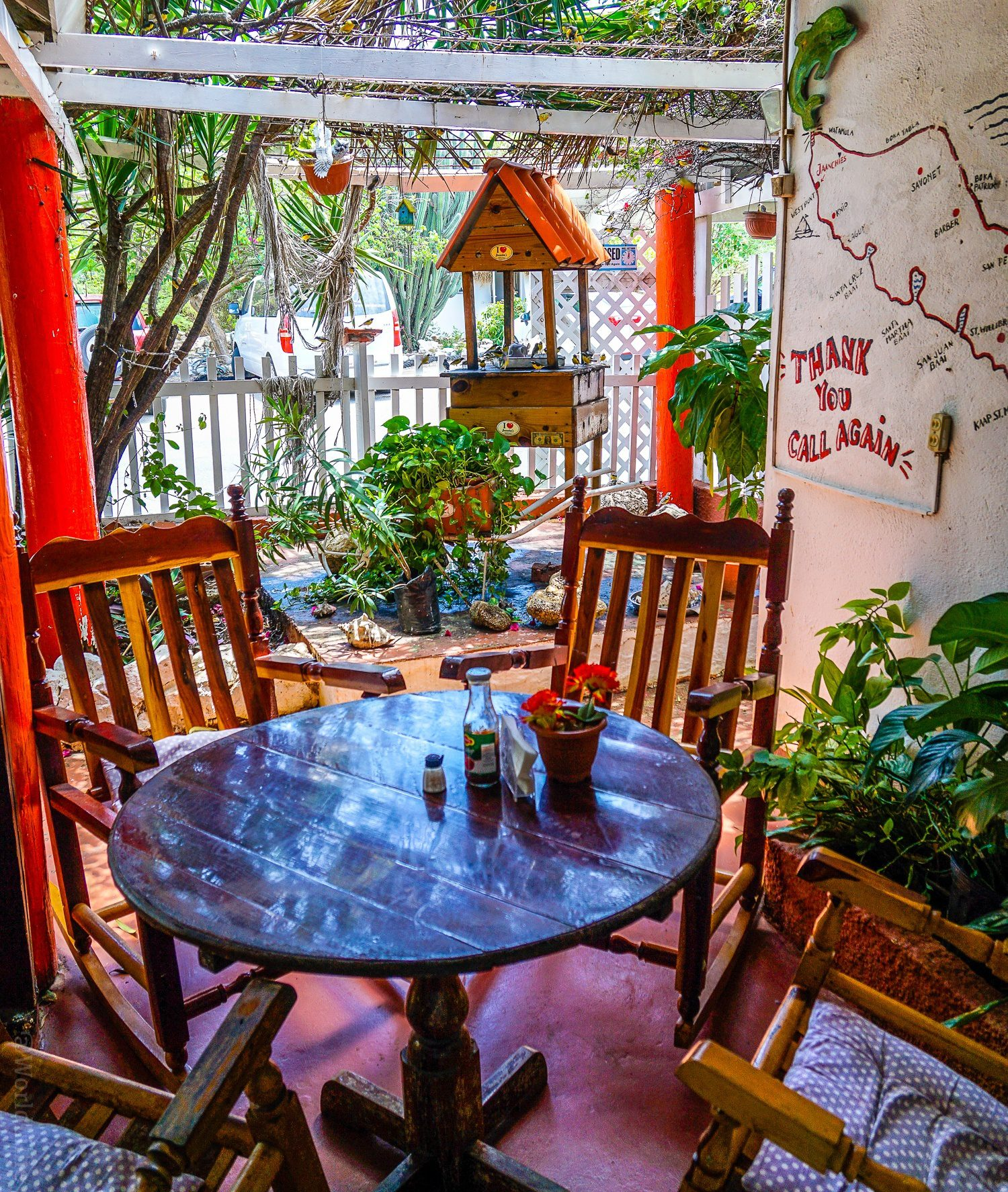 What to do in Curacao: 10 Tips on the beautiful Caribbean island, perfect for vacation travel, good food and hotels, and a fun trip, as seen in gorgeous photos! Jaanchies Restaurant is a must-see in Curaçao!