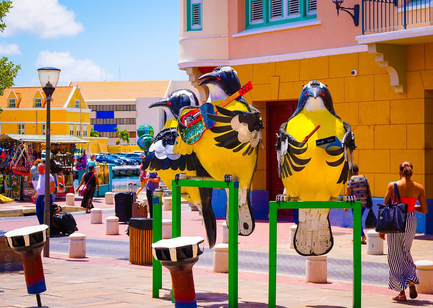 Bird sculptures in Willemstad.