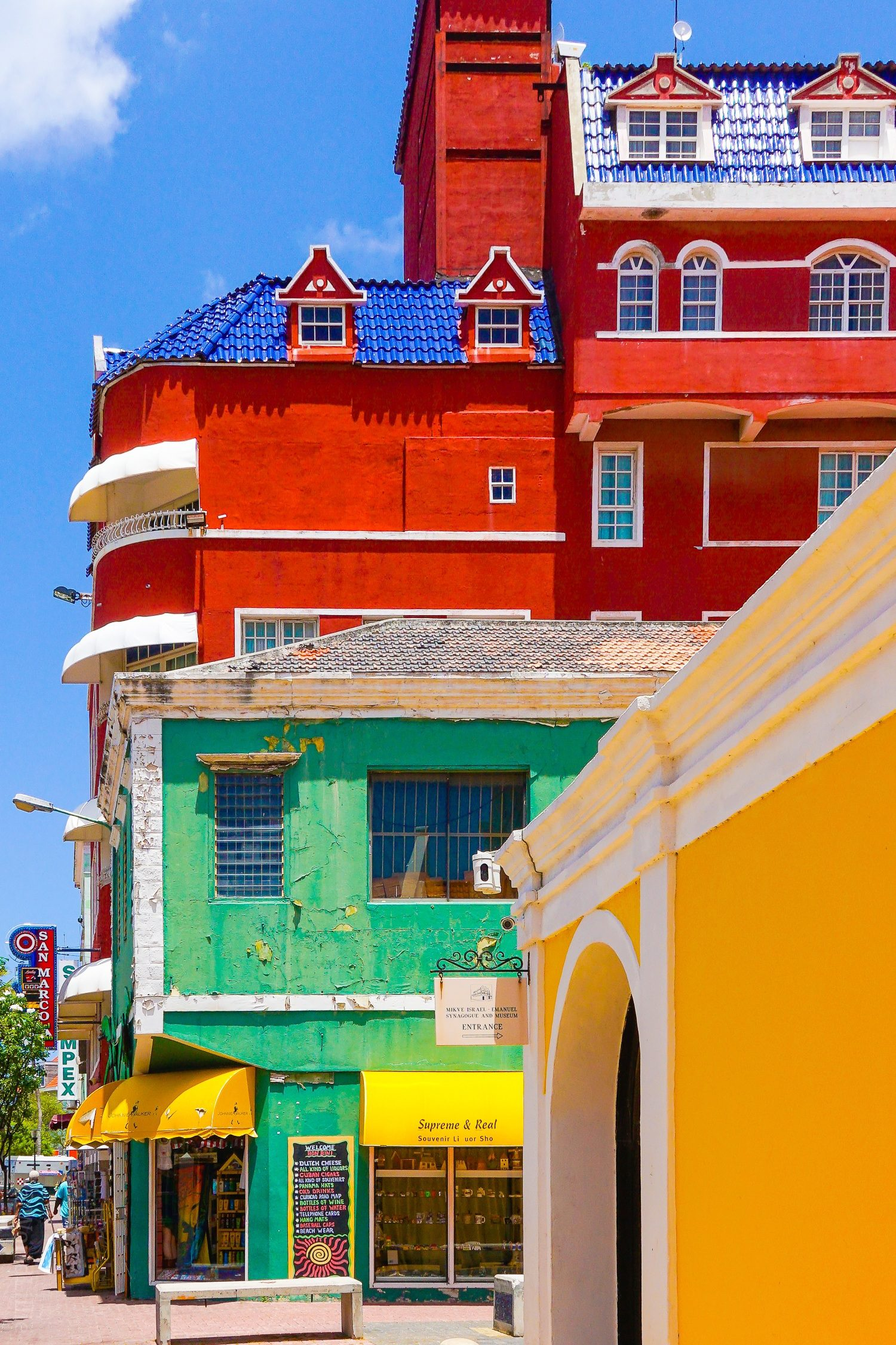 What to do in Curacao: 10 Tips on the beautiful Caribbean island, perfect for vacation travel, good food and hotels, and a fun trip, as seen in gorgeous photos! The oldest synagogue in the Americas is in Curaçao!
