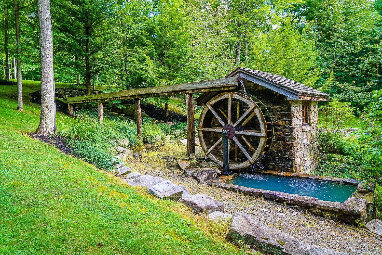A waterwheel along the path to Jimberg Village.