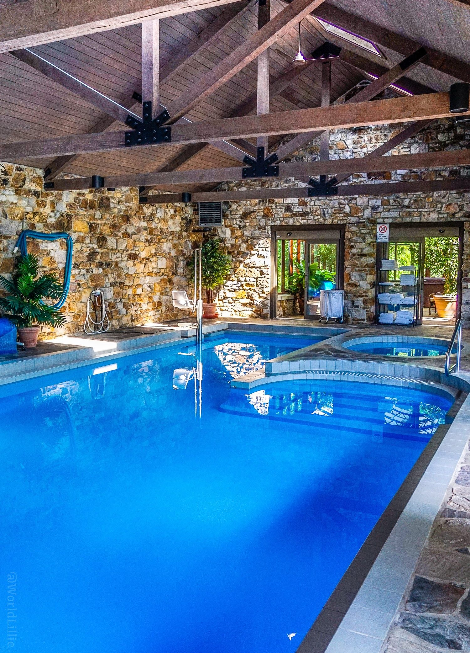 The pool is accessible to people in wheelchairs! Where to stay near Fallingwater in the Laurel Highlands, PA? Oak Lodge is a great hotel and B&B with luxury private cabins in southwest Pennsylvania.