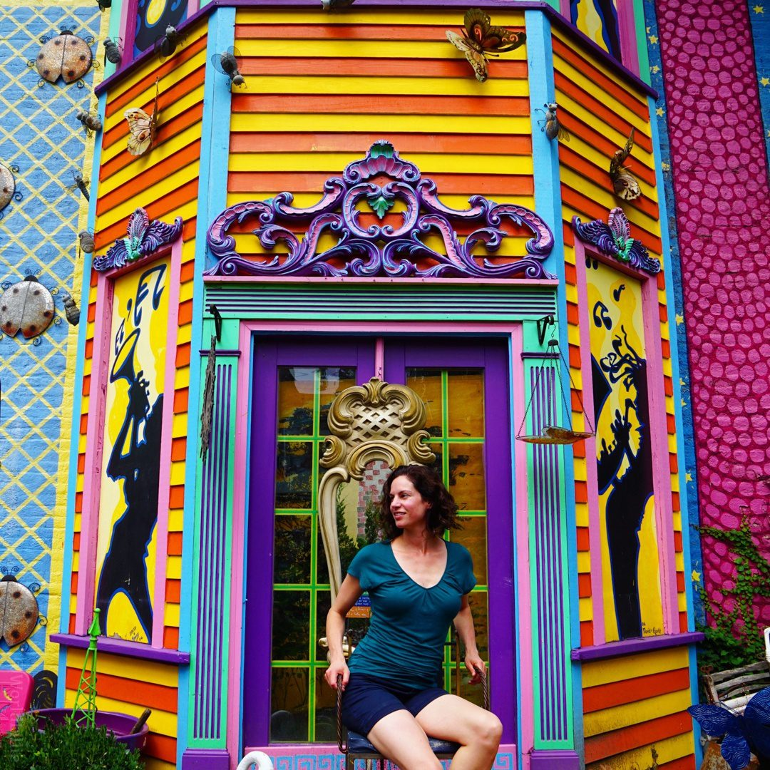 You know you want to pose on that colorful throne.