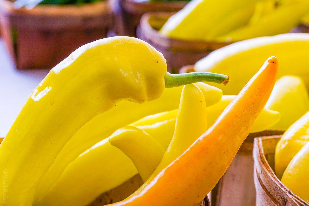 Does this yellow pepper have a green thumb?