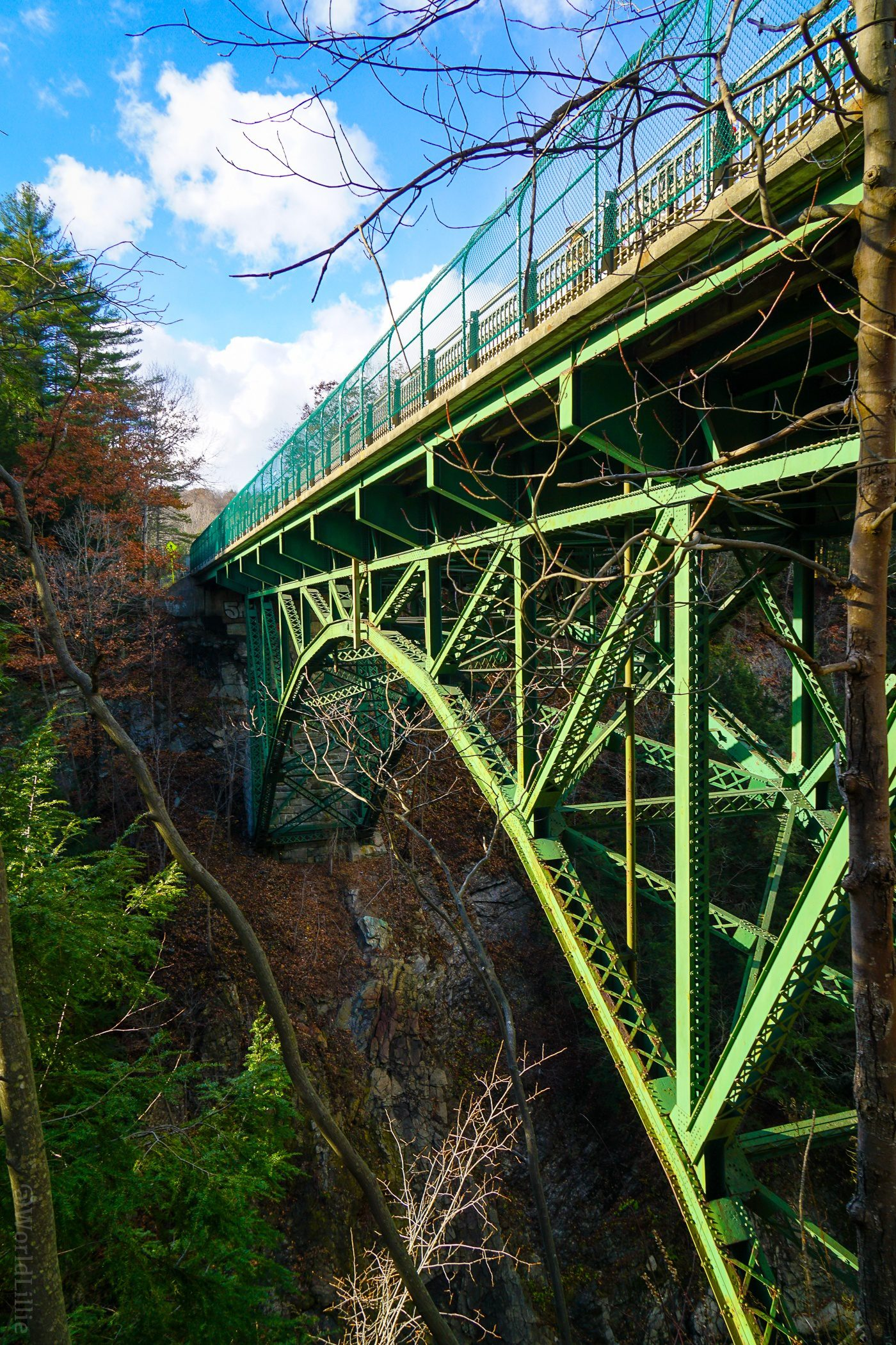 Quechee Gorge Bridge is historic! For a romantic New England getaway, or family travel fun, Woodstock, VT is a charming small town: Covered bridges, Billings Farm, Vermont skiing, and falconry!