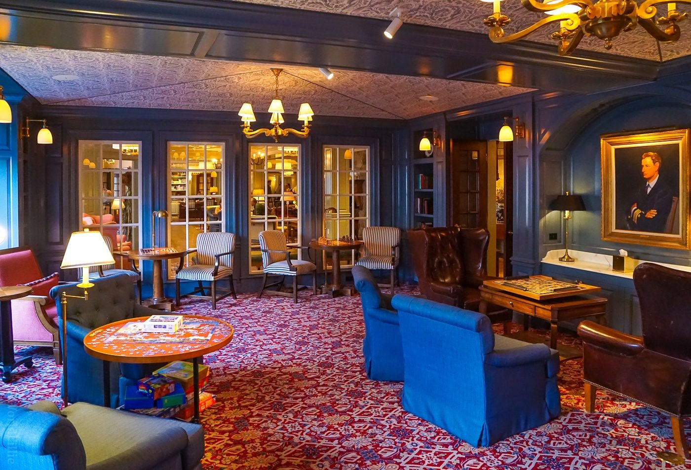 Woodstock Inn: The Library.