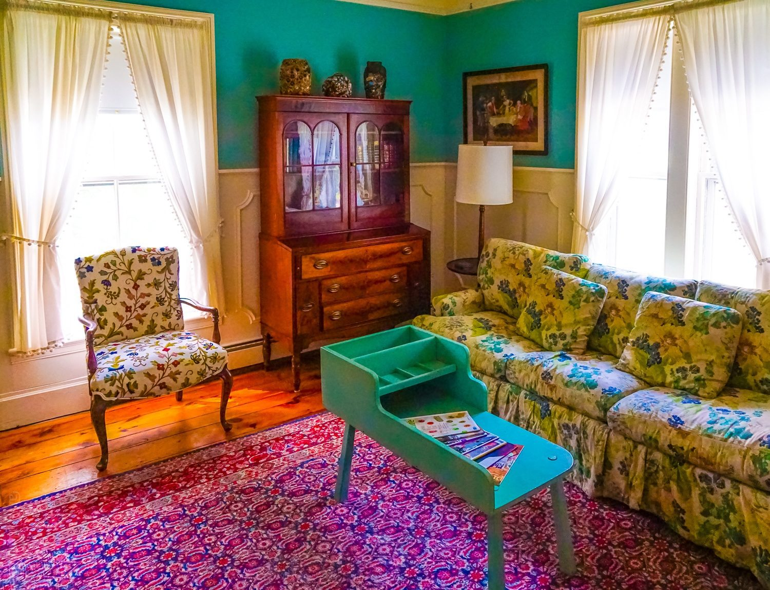 Red Lion Inn hotel carpets and shabby chic decor