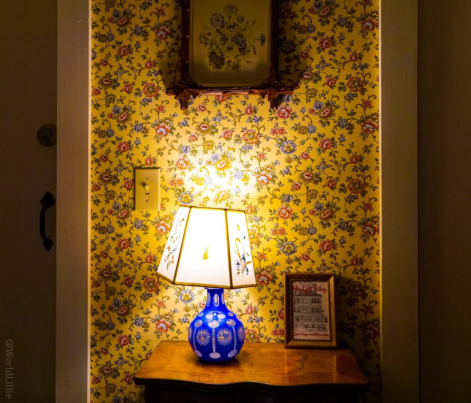 Historic flowered yellow wallpaper and antique lamp at the Red Lion Inn