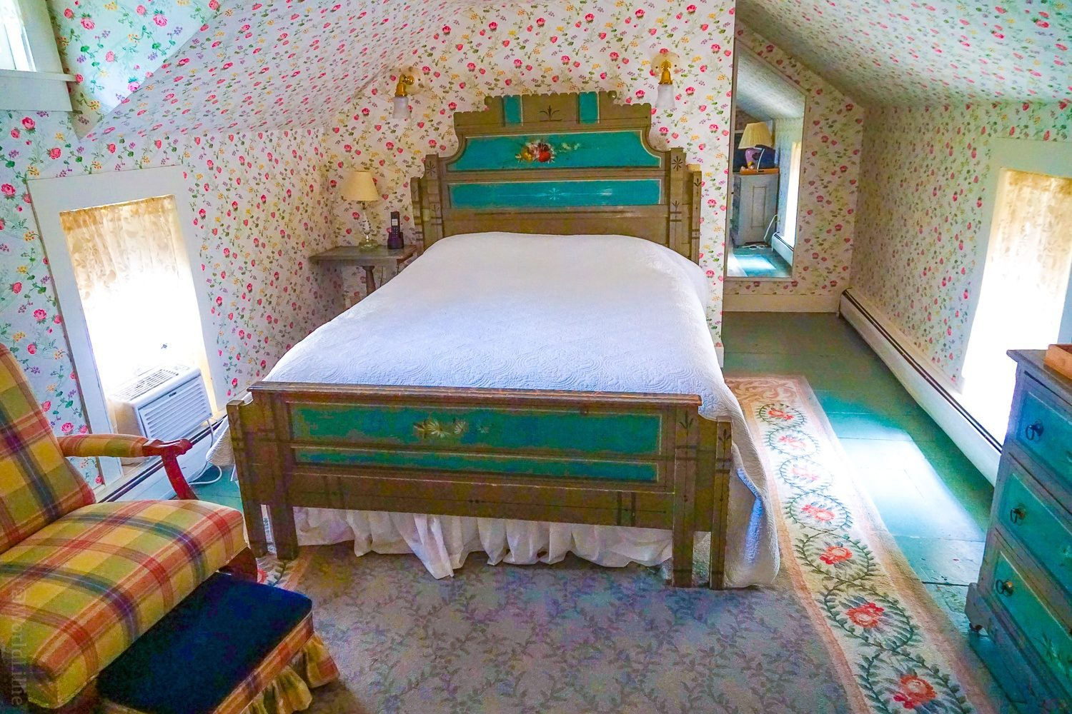 An antique room and historic shabby chic bed at the Red Lion Inn, Stockbridge.