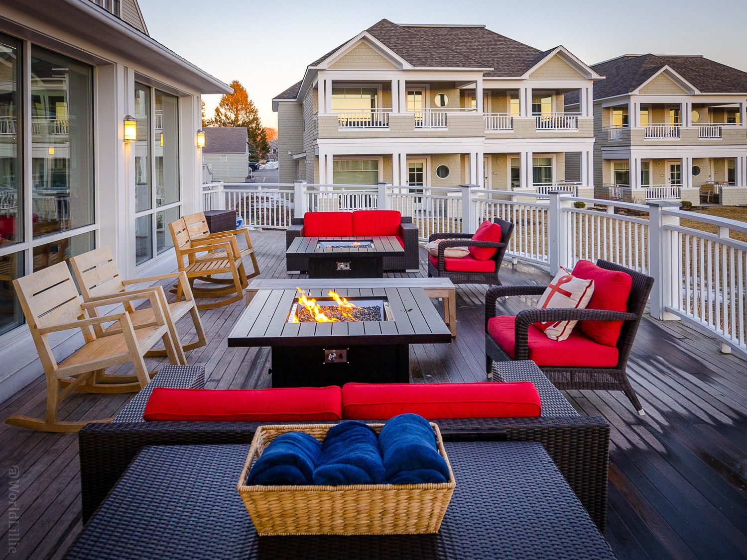 Inn by the Sea Maine Resort: Outdoor firepit patio