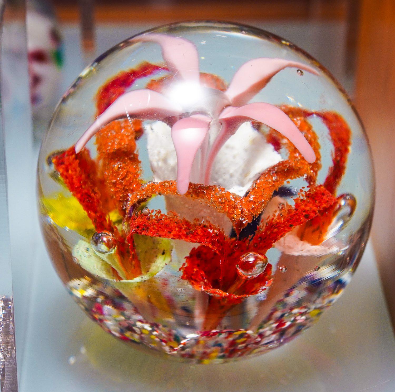 Flower glass paperweight