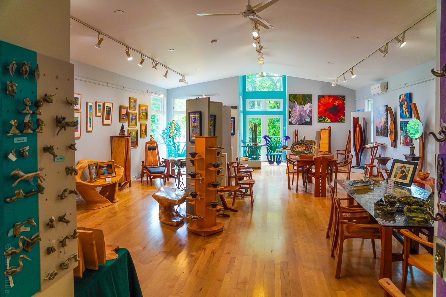 What an awesome art gallery.