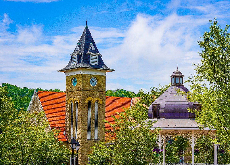 How picturesque is Ligonier's main square, the Diamond?