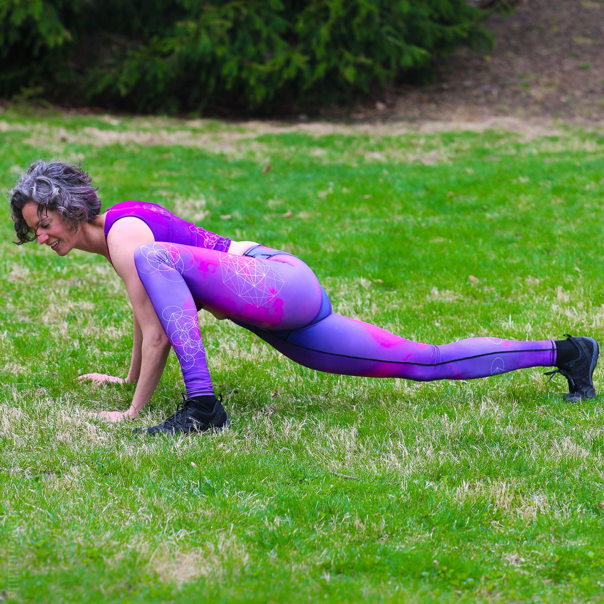 Spider push-ups from 21 Day Fix