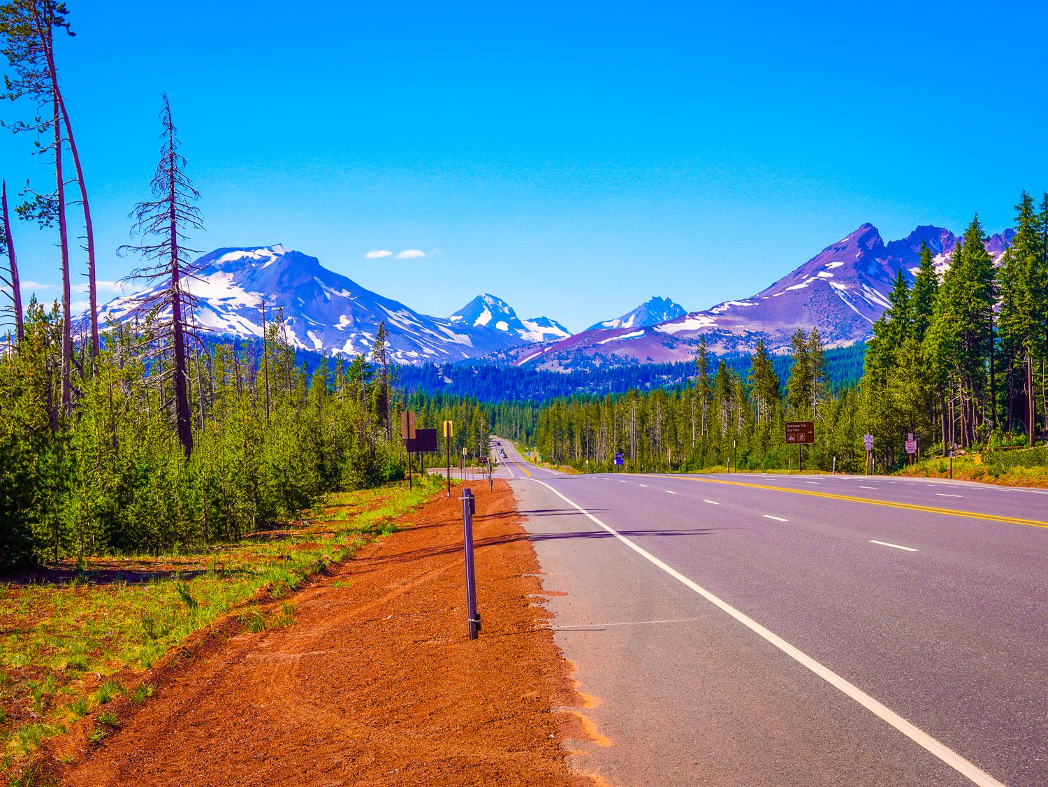 The road to Three Sisters mountains.