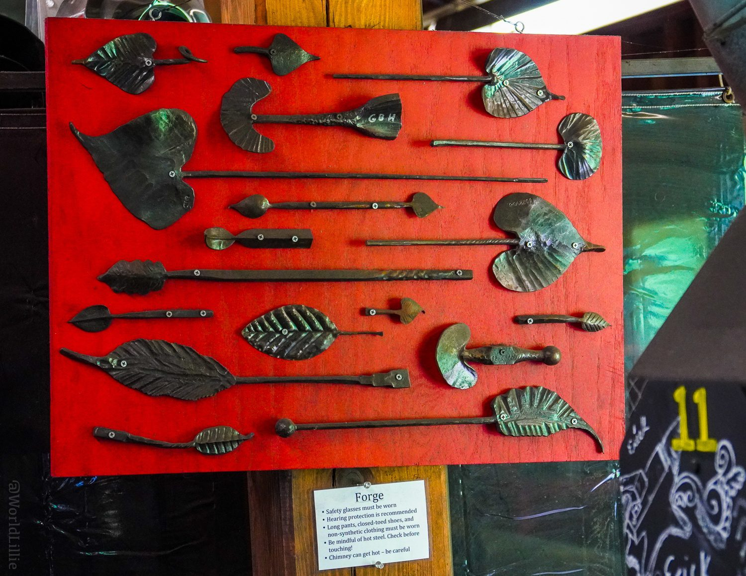 Blacksmithing projects: metal leaves